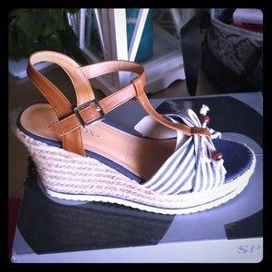 Sandalias nuevas Andrea muy cómodas y bonitas